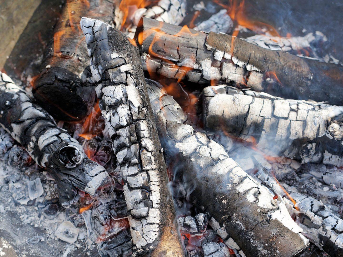 Fast ausgebrandtes Feuer